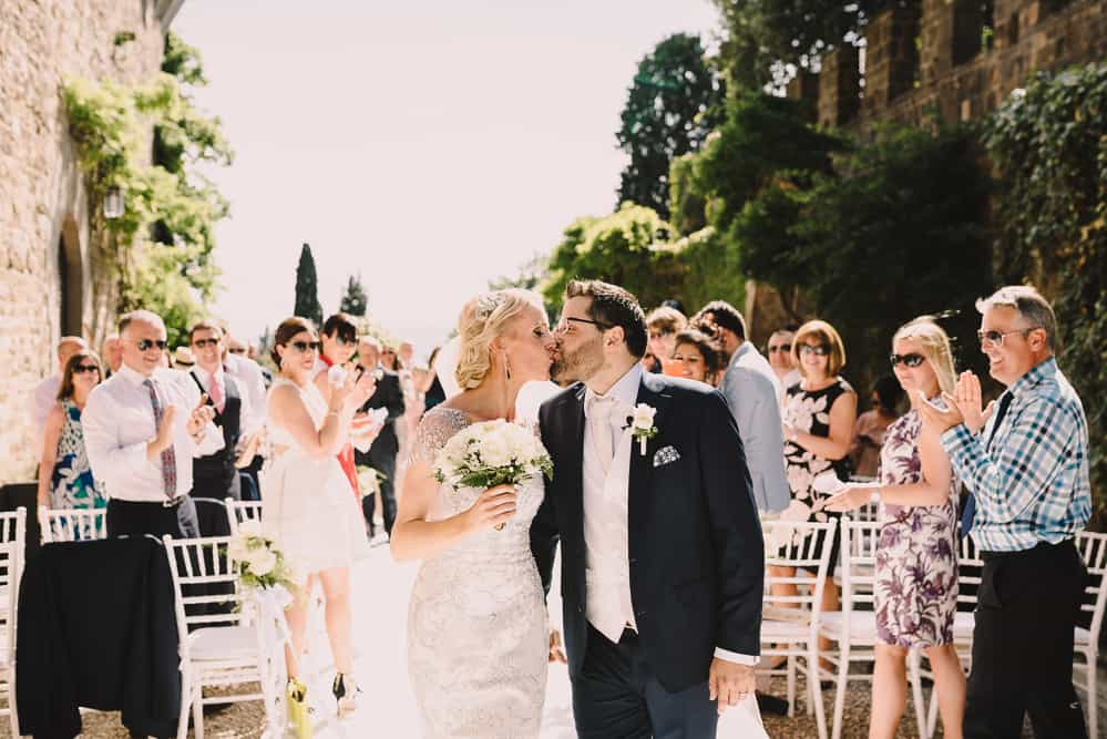 Beautiful Gemma Sutton bride kissing her groom in Italy xx