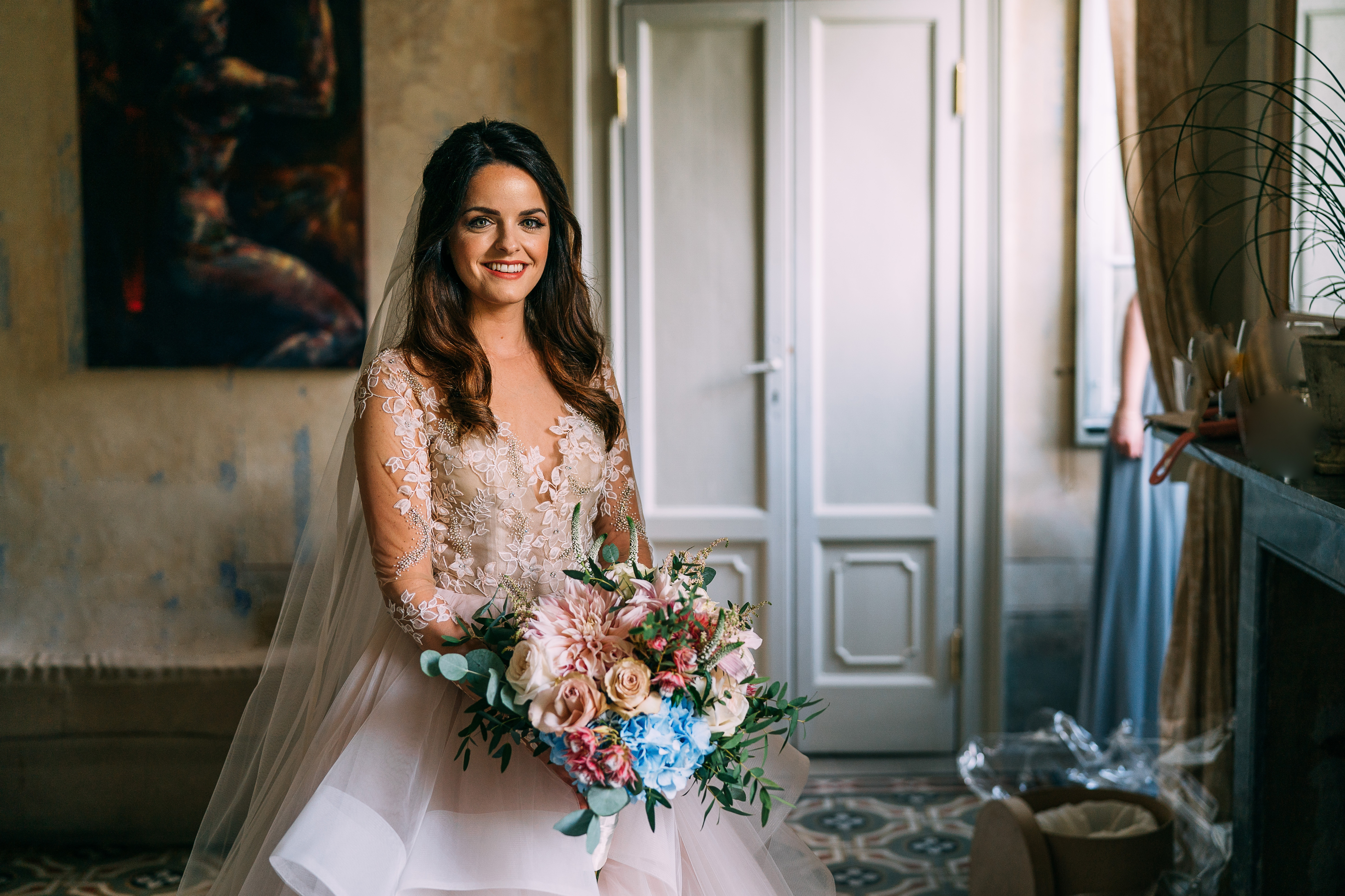 bride Sarah and her stunning bridal bouquet in her Hayley Paige dress x